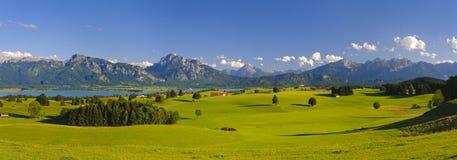 Panoramalandschaft im Bayern lizenzfreies stockbild