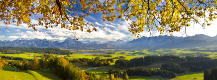 Panoramalandschaft im Bayern stockfotografie
