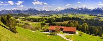 Panoramalandskap med fjällängberg i Bayern royaltyfri foto
