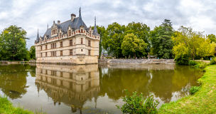 Panoramamening in Chateau Azay le Rideau met gracht royalty-vrije stock foto