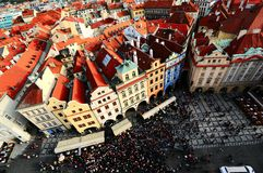 Panoramamening, die het Oude Stadsvierkant van Klokketoren van Praag, Tsjechische Republiek staren Royalty-vrije Stock Fotografie