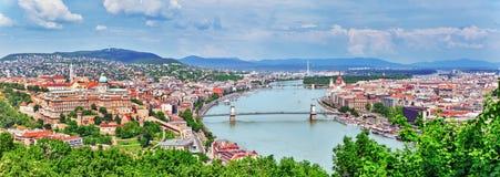 Panoramamening over Elisabeth Bridge en Boedapest, brug het verbinden Stock Afbeeldingen