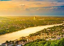 Panoramamening van Drachenburg, rivier Rijn en het Rijnland, Bonn, Duitsland, Europa stock fotografie