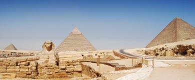 Panoramamening van Giza in Kaïro, grote pyramyd van Cheops, de piramides van Kefren en Micerinos, de Sfinx royalty-vrije stock fotografie