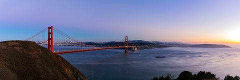 Panoramamening van Golden gate bridge op schemeringtijd Stock Fotografie