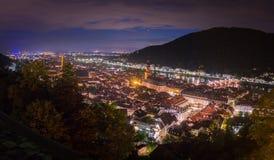 Panoramamening van het Kasteel van Heidelberg aan de oude stad van Heidelberg bij nacht, Baden-Wuertemmberg, Duitsland royalty-vrije stock fotografie