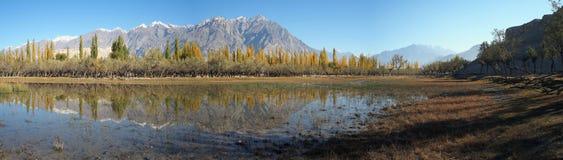 Panoramamening van Katpana-meer in de Herfst royalty-vrije stock foto