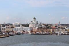 Panoraman av den Helsingfors staden domkyrka helsinki Arkivbild