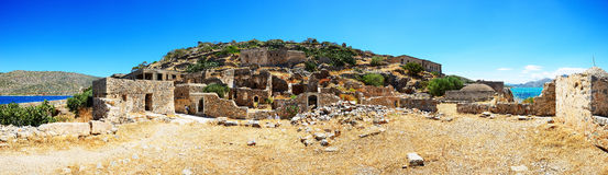 Panoraman av den Spinalonga ön Fotografering för Bildbyråer