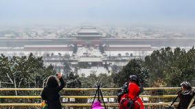 Panoraman av Forbiddenet City i snön, Peking, Kina lager videofilmer