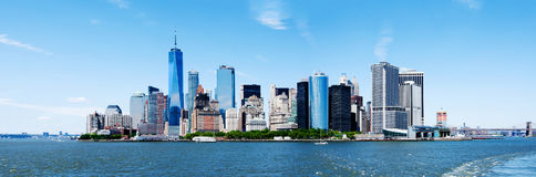 PanoramaNew York City Manhattan horisont och Freedom Tower royaltyfri fotografi