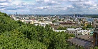 Panoramaområden av Kiev. Podol och Obolon. Arkivfoto