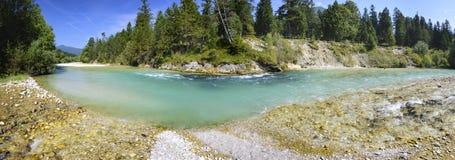 Panoramaplats i Bayern med floden arkivfoton