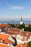 24-27 08 2016 panoramas aéreos bonitos da skyline do verão cênico da cidade velha em Tallinn, Estônia Fotografia de Stock