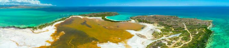 Panoramasatellietbeeld van Puerto Rico Faro Los Morrillos DE Cabo Rojo Het strand van Playasucia en Zoute meren in Punta Jaguey stock foto