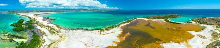 Panoramasatellietbeeld van Puerto Rico Faro Los Morrillos DE Cabo Rojo Het strand van Playasucia en Zoute meren in Punta Jaguey royalty-vrije stock afbeeldingen