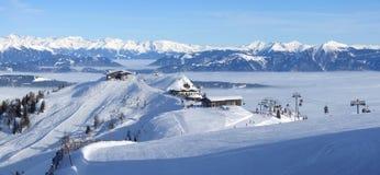 panoramasemesterorten skidar Arkivfoto