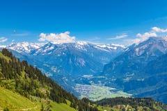Panoramasikt av de Bernese fjällängarna Arkivbilder