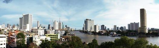 Panoramasikt av den Chao Phraya floden, Bangkok, Thailand Royaltyfri Fotografi