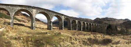 Panoramasikt av den Glenfinnan viadukten Royaltyfria Bilder