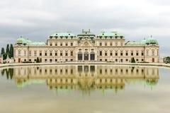 Panoramasikt av den Schloss belvederen Wien, Österrike arkivfoto