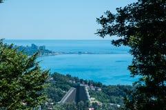 Panoramasikt av den Sochi staden från berg, Ryssland Royaltyfri Bild