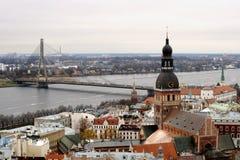 Panoramasikt av gamla Riga Arkivfoto