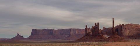 Panoramasikt av monumentdalen Fotografering för Bildbyråer