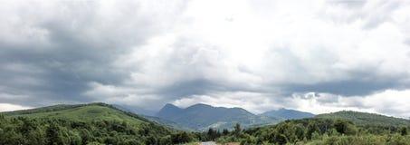 Panoramasikt av romanian berg Transfagarasan Arkivbilder