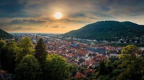 Panoramasikt från den Heidelberg slotten till den gamla staden av Heidelberg, Baden-Wuerttemberg, Tyskland Arkivbild