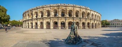 Panoramasikt på den forntida Roman Theatre (arena) av Nimes Arkivfoton