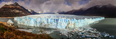 Panoramasikt på Peritoen Moreno Glacier, Patagonia, Argentina Royaltyfri Foto