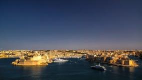 Panoramasikt till det Birgu och Senglea Vittoriosa området, Valletta Malta arkivbild