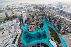 Panoramasolnedgångsikt till Dubai skyskrapor, UAE Arkivbilder