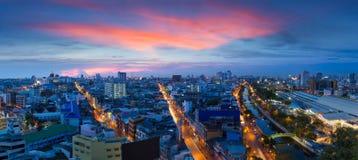Panoramastad på skymning, Bangkok Thailand royaltyfri bild