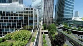 Panoramastadssikt av moderna glass kontorsbyggnader stock video