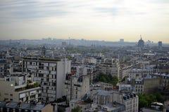 Panoramastadssikt av Paris, Eiffeltorn som tas från franskt stilrum för tradition, staty arkivbild