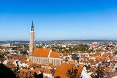 Panoramastadtbild von Landshut im Bayern am blauen Himmel, Deutschland lizenzfreie stockfotos