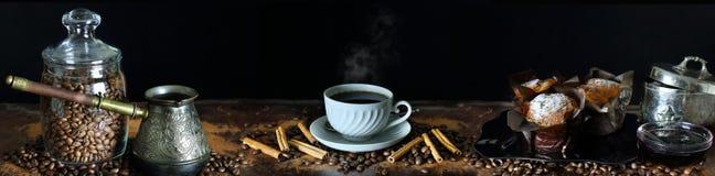 Panoramastilleven met koffie en het dineren toebehoren Royalty-vrije Stock Afbeelding