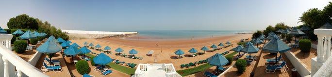 Panoramat av stranden på det lyxiga hotellet Royaltyfri Foto