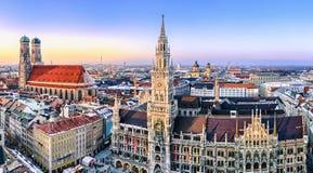 Panoramat beskådar av den Munich staden centrerar Arkivbild