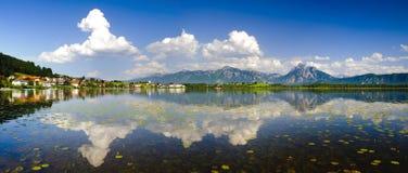 Panoramat landskap i bavaria arkivfoto