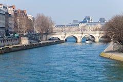 Panorama med Pont Neuf i Paris Arkivbilder