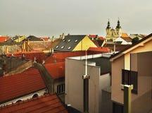 Panoramatak av byggnader med kyrkan i den historiska staden Uherske Hradiste, Tjeckien Royaltyfri Fotografi