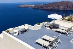 Panoramaterrass ovanför den Santorini calderaen Royaltyfri Bild