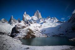 Panoramatic-Ansicht Laguna de Los Tres und Fitz Roy Mountain, Patagonia, Argentinien stockfotografie