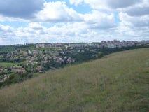 Panoramatic sikt av den Prokopske dalen i prague Arkivfoton