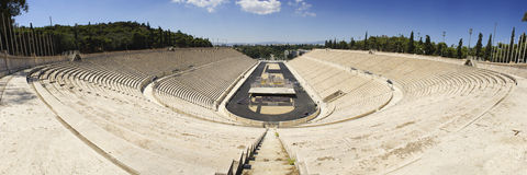 Panoramatic sikt av Panathenaic Olympic Stadium i Aten Royaltyfri Bild