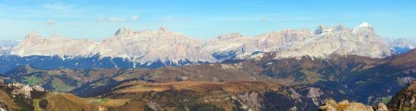 Panoramatic sikt av Tofana gruppe Royaltyfri Foto
