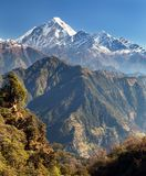 Panoramatic sikt från det Jaljala passerandet av Dhaulagiri Arkivbilder